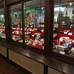 八勝亭オリエント  - 内観写真:入口のショーケースです。(2016.8 byジプシーくん)