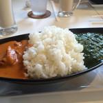 55147846 - ランチのカレーライスセット980円                       トマトチキンとほうれん草ポーク                       (大盛無料)