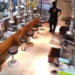 神保町食肉センター - おひとりさま対応の1階席