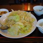 鶴屋 135 - レタスと玉子炒飯(700円)