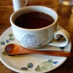 珈琲屋 松尾 - 食後の紅茶、たっぷりです。