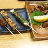 とり八 - 料理写真:おまかせ串焼き三本、砂ずり塩焼き