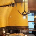 ネパール民族料理 アーガン - 異国情緒たっぷりの店内