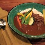 cafe zuccu - ご一緒した方が注文。牛スジと野菜のカレー900円。