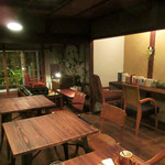 cafe zuccu - 木の温もりあふれる店内