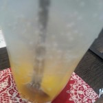 カフェ・ソニード - フルーツのビネガー漬けをソーダ水で割って頂きましたの!夏にぴったりですのよ!キウイもオレンジも頂きましたの!