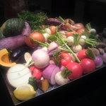豊園 - 野菜がオブジェのように盛られています