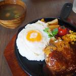hole hole cafe&diner - 自家製ハンバーグの鉄板ロコモコ
