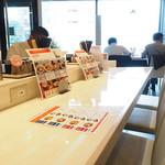 らあ麺ダイニング 為セバ成ル。カケル - カウンター席はコンセントとUSBポート有り!