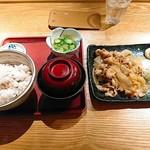 ろくまる 五元豚 - 豚の生姜焼き定食