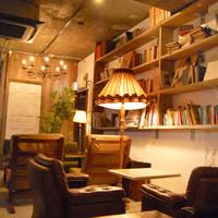 ノスタルジックな雰囲気漂う、オシャレで落ち着く店内。