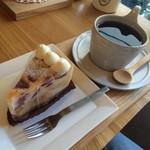 クルミ - CAKE SET【850円】 苺のタルト&hot珈琲