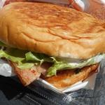 ログキット - この大きさ・・ハンバーガー・・なんだよね?