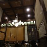 丸の内 CAFE 会 - 天井が高い