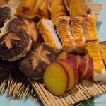 魚菜 由良 - 焼きものの盛合せ(椎茸と海老しんじょう、さつま芋、梶木鮪の栴檀(せんだん)焼き、筍の照焼き)【2016年3月】