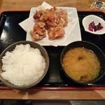 権八 - いわい鶏の唐揚げ定食 900円