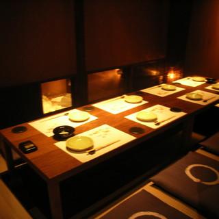 間接照明が灯るくつろぎの個室
