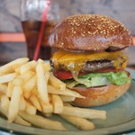California Diner JACKAL - 料理写真:ベーコンチーズバーガー
