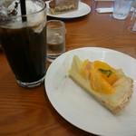 フルーツピークス - 料理写真:桃とマンゴー(690円) アイスカフェシャンティ(410円)