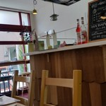 カフェ ド ラ ポスト - 店内はしっくりと落ち着いてます