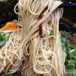 博多長浜らーめん 六角堂 - 特製マー油豚骨らーめん920円(麺)