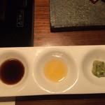 飛騨牛一頭家 銀座 馬喰一代 - タレ、レモン汁、ワサビ