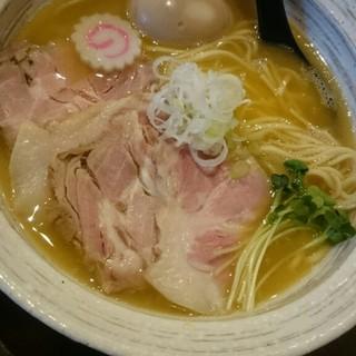 麺屋 NOROMA - 料理写真:特選鶏そば( ,,ÒωÓ,, )