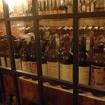 トラットリア・ブリッコラ - 入り口のワインセラー