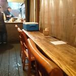 淡路島バーガー - 店内から調理風景を