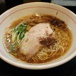 麺屋 義 - 醤油ラーメン(690円、斜め上から)