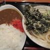 セルフうどん やま - 料理写真:かけうどんにわかめの天ぷら、カレーとのセットで800円