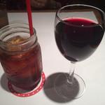 THE SMILE - アイスティとグラス赤ワイン
