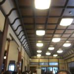 のれんと味 だるま料理店 - 高い天井 趣ある店内