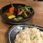 55435834 - チキン1/2(柔らか)&豚の角煮と野菜1300円