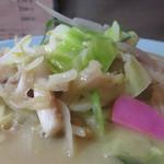 中華料理 旬 - 食べやすく短冊状にカットされた野菜と豚肉といか下足が多いシーフード。