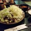 黒豚屋 らむちぃ - 料理写真:どどんっとネギとキャベツの乗った「味噌かつ御膳 大 (1880円)」