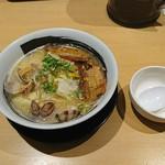 根本商店 - あさりの旨みたっぷりの鶏白湯ラーメン:885円