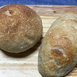 自家培養醗酵種パン 侭 - 「メープルくるみ」と「ソーセージ フランクフルト」♫