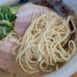 博多ラーメンひなた - マイルドだけどシッカリ美味しいスープに細麺。美味しい。