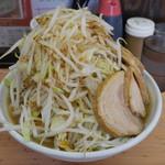 魔人豚 - ラーメン豚入り950円。野菜マシ。