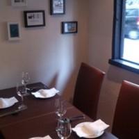接待や会食で利用できる半個室スペースあります。