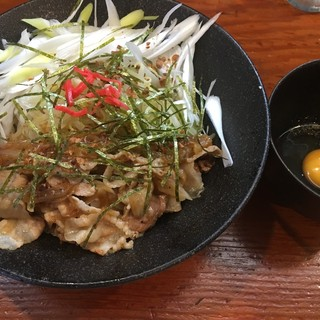 麺匠 文蔵 - 料理写真:昼夜各5杯限定、スタミナまぜそば(税込800円)。