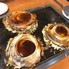 鶴橋風月 - 料理写真:鉄板で焼いてくれるタイプ。ソース、マヨもかけてくれます。