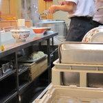 春木屋 - あの、手もみされたちぢれ麺が美味しいんですよ。