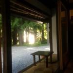 古民家カフェ鍵屋 - 縁側の席あり