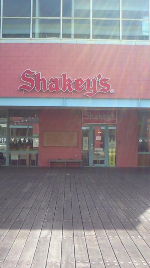 シェーキーズ ネーブルカデナ店