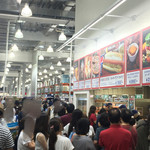 コストコ フードコート八幡倉庫 - ご飯どきは、すごい列です。