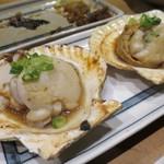 炉ばた焼 網衆 - 活ホタテ貝バター焼き(2つ)