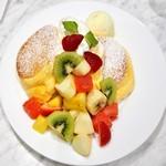 55664953 - '16.08季節のフレッシュフルーツパンケーキ+アイス