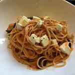 CAFÉ/BAR BSM - ランチ:茄子とモッツアレラのトマトクリームパスタ 前菜ビュッフェ付き930円(+税)